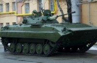 В Днепропетровске на тепловозоремонтном заводе отремонтировали и отправили в АТО танк и БМП (ФОТО)