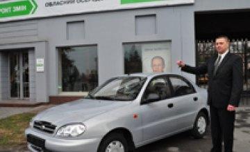 Лидер партии «Фронт змiн» вручил лауреату премии «Гордість країни» автомобиль