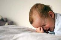 В Киеве маленькие дети два дня просидели запертыми в квартире (ВИДЕО)