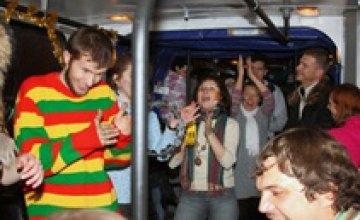 По городу будет кататься троллейбус с поющими и танцующими людьми