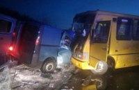В Полтавской области рейсовый автобус попал в ДТП: есть погибшие (ФОТО)