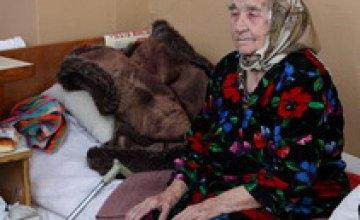 В Днепропетровске 91-летнюю пенсионерку родственники выгнали из собственного дома