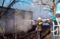На Днепропетровщине во время пожара на даче чуть не угорел пожилой мужчина