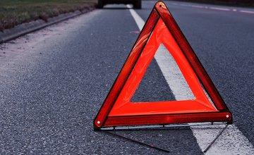 На Днепропетровщине авто врезалось в остановку: есть пострадавшие