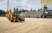 «Натуральное» футбольное поле, беговые дорожки, новые трибуны: продолжается реконструкция главной арены Новомосковска