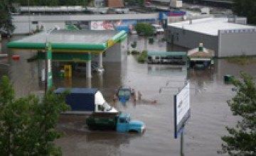 Из подтопленных домов в Днепропетровске начали отселять жителей