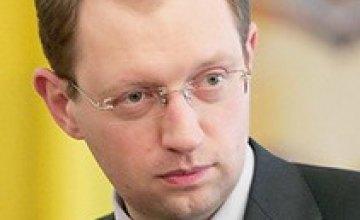 Арсений Яценюк подписал Закон об антикризисных мерах