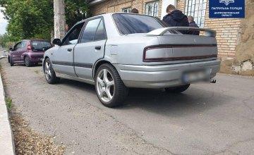 Остановили за нарушение ПДД: в Днепре у водителя Mazda обнаружили пакеты с наркотиками