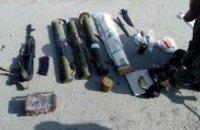 На Днепропетровщине в автомобиле волонтеров нашли арсенал оружия