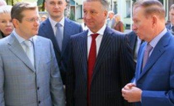 Леонид Кучма, Александр Вилкул и Иван Куличенко поздравили горожан с Днем города