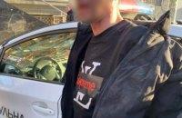 В Днепре неадекватный мужчина ограбил припаркованное на улице авто