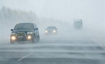На дорогах Днепропетровщины работает более 100 единиц техники для ликвидации последствий непогоды