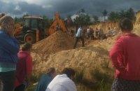 8-летняя девочка погибла под песчаным обвалом (ФОТО)