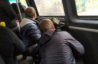 На Днепропетровщине люди оказались «в заложниках»: у маршрутки заклинило дверь