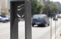 Створення комфортних пішохідних зон: у Дніпрі продовжують встановлювати антипаркувальні стовпчики