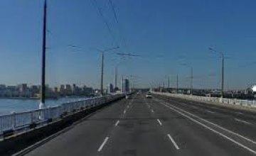 В Днепре снова перекрывают Центральный мост: как будет курсировать транспорт