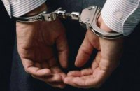 На Днепропетровщине вооруженный мужчина украл бутылку виски из магазина