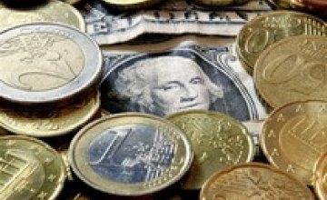 Евро снова упал на межбанке