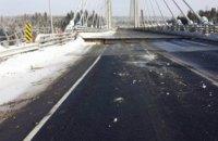 В Канаде из-за морозов «треснул» автомобильный мост