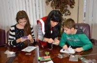 В Днепропетровской облгосадминистрации дети АТОшников делали ловцов снов (ФОТОРЕПОРТАЖ)