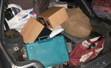 В Днепре двое неизвестных сливали горючее с чужих авто