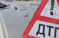 В Чернигове из-за пассажира, устроившего потасовку с водителем, маршрутка врезалась в электроопору