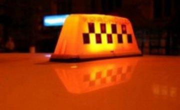 В Павлограде неизвестные угнали у таксиста машину с помощью топора