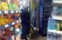 В продуктовом магазине в Днепре обнаружили метровую змею (ФОТО)