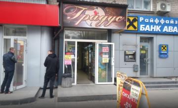 В Днепре инспекторы обнаружили торговую точку, где продавали алкоголь несовершеннолетним