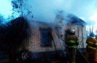На Днепропетровщине загорелся заброшенный дом: пожар тушили 3 часа