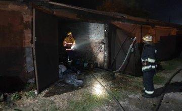 В Кривом Роге воспламенился гараж: сгорели старые вещи
