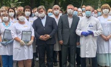 В нашей области около 40 тыс. медработников, которые ежедневно совершают невидимые подвиги, - Олейник поздравил медиков с профессиональным праздником