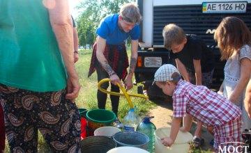 «Посадил дерево – полей»: жители ж/м Левобережный-3, совместно с депутатами горсовета, вышли на полив Березового сада