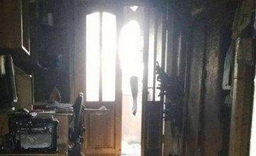 Житель Новомосковска едва не сгорел в собственной квартире