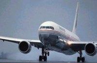 Самолет «Днепроавиа» сделал аварийную посадку из-за отказа двигателя