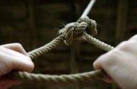 Сняли с дерева прохожие: на Днепропетровщине мужчина после ссоры с женой пытался покончить жизнь самоубийством