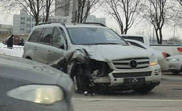 ДТП в Днепре: на Запорожском шоссе столкнулись элитные иномарки (ФОТО)