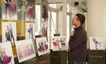В Днепропетровской ОГА презентовали фотовыставку об АТОшниках-танцорах (ФОТОРЕПОРТАЖ)