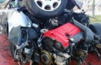 В Симферополе во время ДТП спортивный Mercedes разлетелся на части (ВИДЕО)