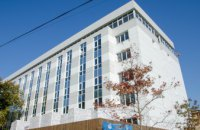 В днепровской детской больнице №5 уже заменили кровлю и завершают обустраивать фасад