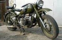 В Желтых Водах полицейские задержали мужчину, когда тот разбирал похищенный мотоцикл