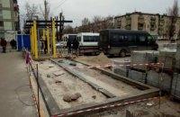 В Днепре на пр. Петра Калнышевского начали устанавливать новую остановку (ФОТО)