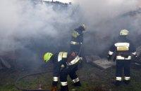 В Днепре горел жилой дом: огонь перебросился на соседнее здание (ФОТО)