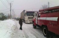 На Днепропетровщине 2 грузовика попали в снежную ловушку  (ФОТО)