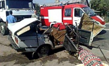 «Жигули» столкнулись с грузовиком: 3 человека погибли