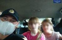 В Днепре ребёнок ушёл гулять и потерялся: 7-летняя девочка сидела на обочине
