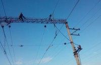 Под Днепром мужчину сняли с опоры контактной сети