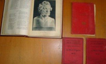 Граждане Турции пытались вывезти из Днепропетровска раритетные книги