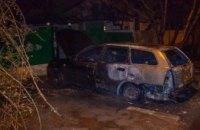 В Днепре ночью подожгли 2 машины (ФОТО)