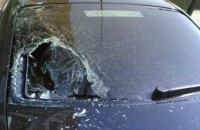 На Днепропетровщине пенсионер бьет машины